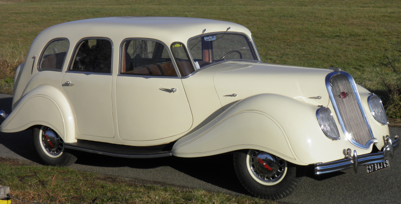 1939 Panhard & Levassor Dynamic Limousine.png
