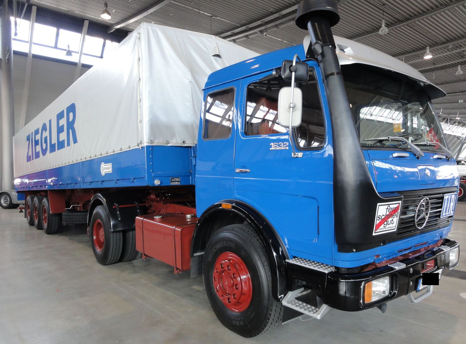 Mercedes benz 1632 lorry germany retro classics messe for Mercedes benz website germany